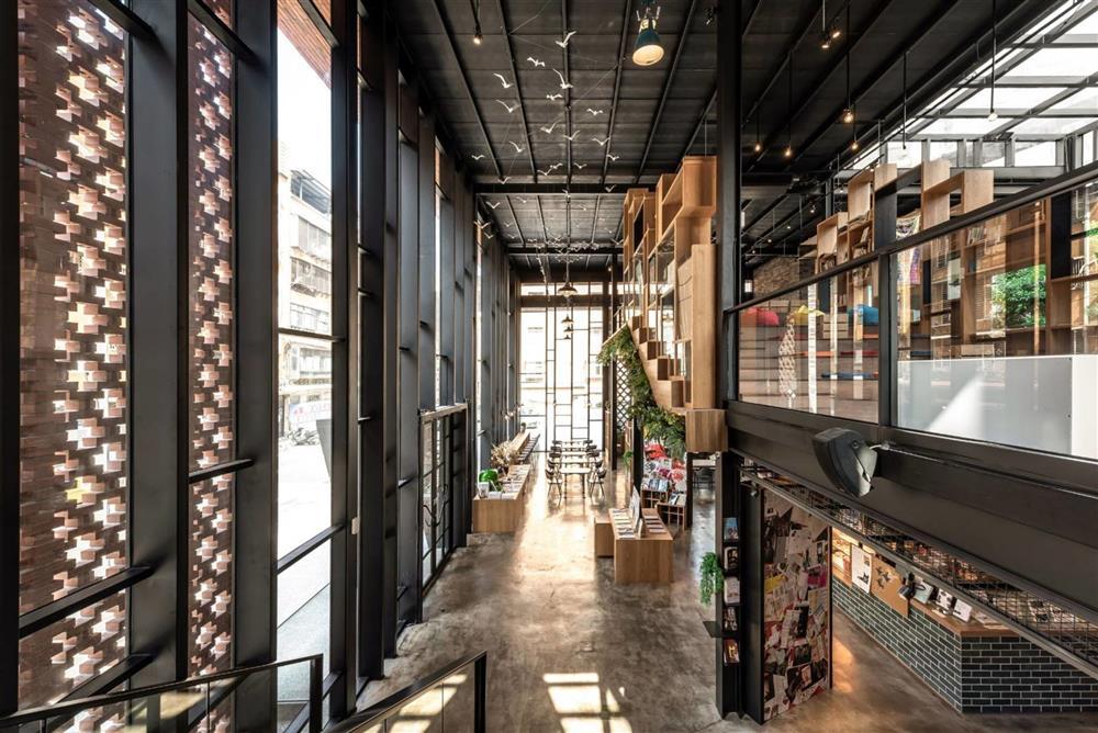 台北「和平青鳥」以樹為核心 城中最奇幻的紅磚書屋空間