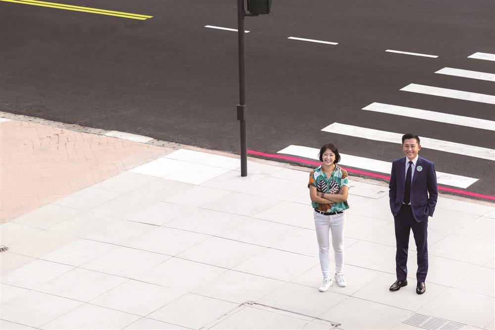 2020台灣設計展總策展人劉真蓉(左)與新竹市市長林智堅(右)。