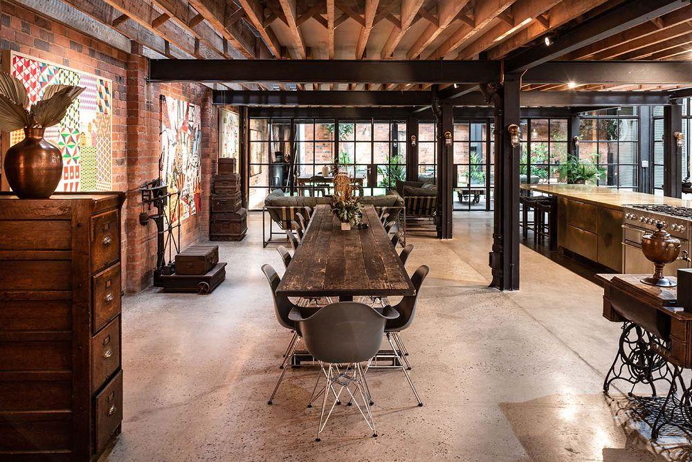 英國廢棄紡織廠 RIBA 得主建築師大改造!變身紅磚落地窗工作室公寓,更有工業風電影院、酒吧
