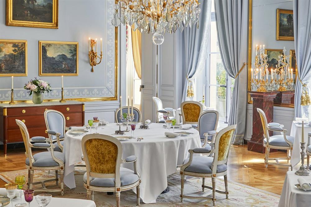 4ab19af0-7b78-40cb-864e-499372743cde_Restaurant---Le-Grand-Cabinetdesktop