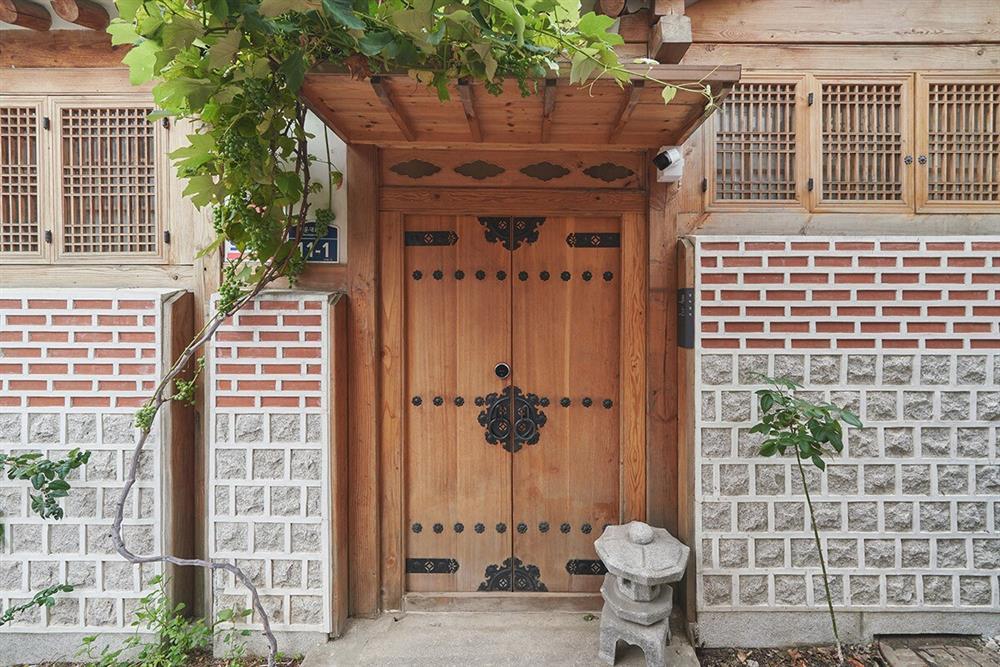 首爾西村清幽韓屋旅店OF.ONEBOOKSTAY!古樸庭院、溫潤木質構成的12坪老宅空間_03