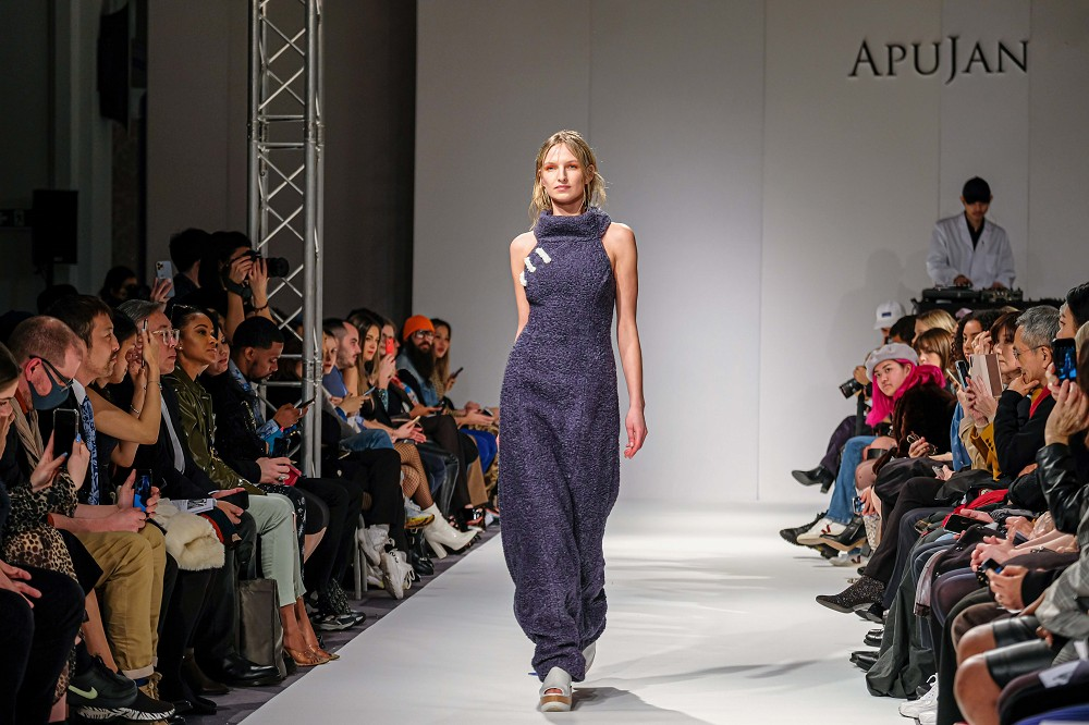 8.APUJAN持續結合東方傳統服飾細節與西方服裝款式