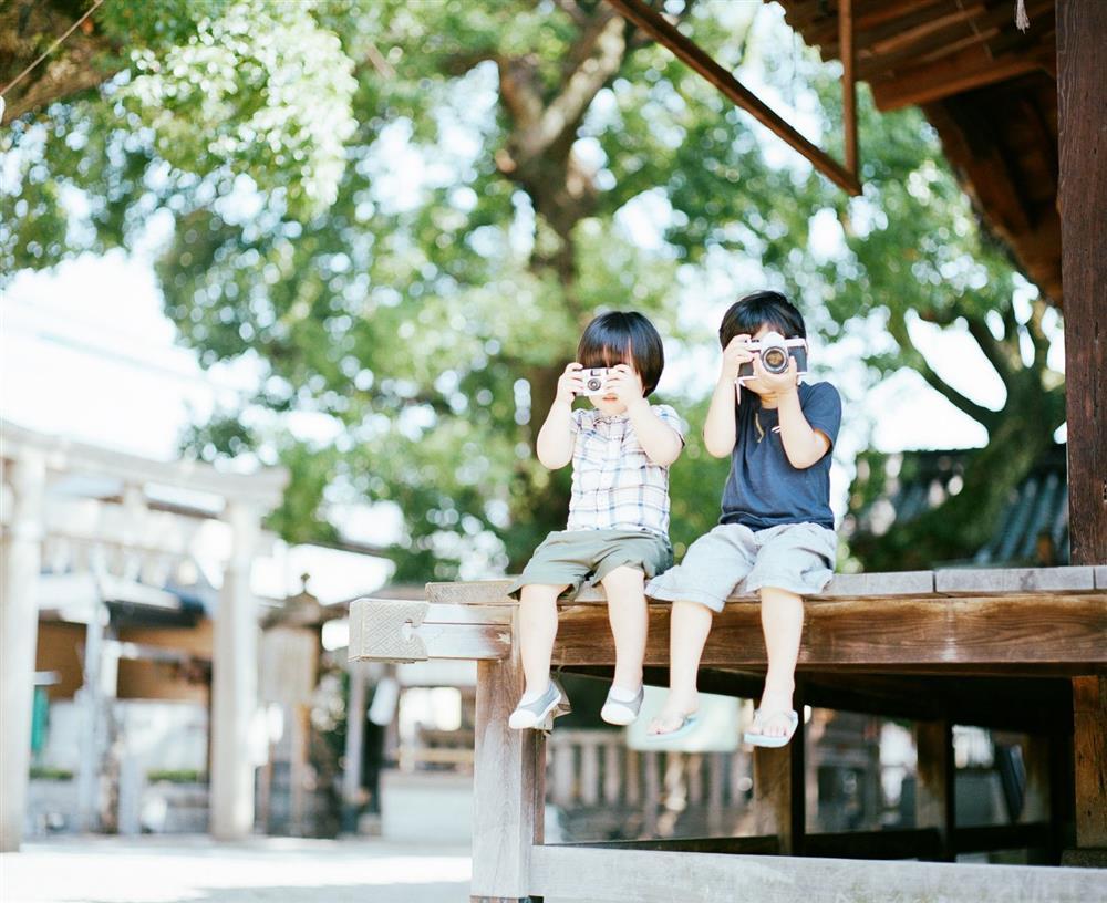 日本攝影師濱田英明《Haru and Mina》充滿透明空氣感的兒子攝影