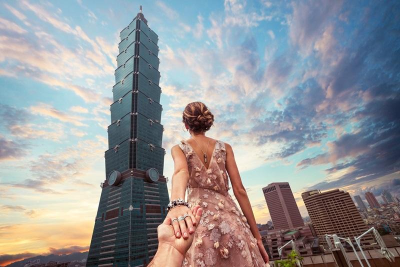 【影片】全球爆紅「Follow Me To」浪漫牽手攝影師夫妻為台灣之美拍下精采動人時刻 - LaVie 設計改變世界