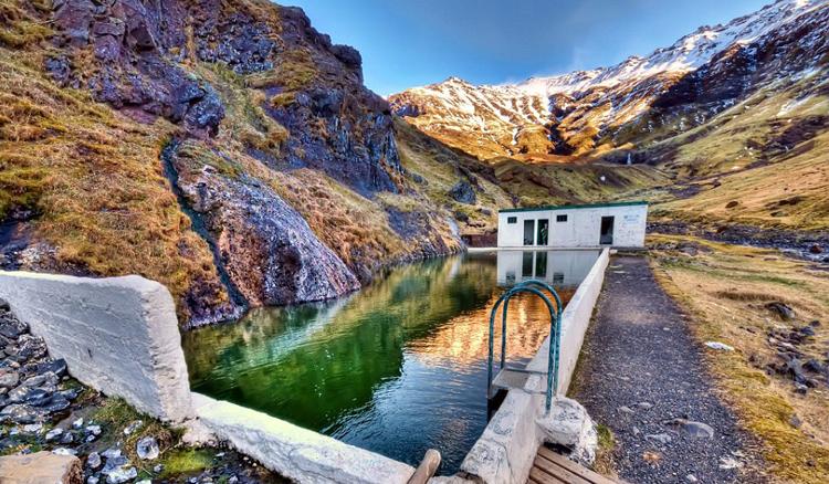 冰島秘境溫泉泳池「Seljavellir Geothermal Pool」2