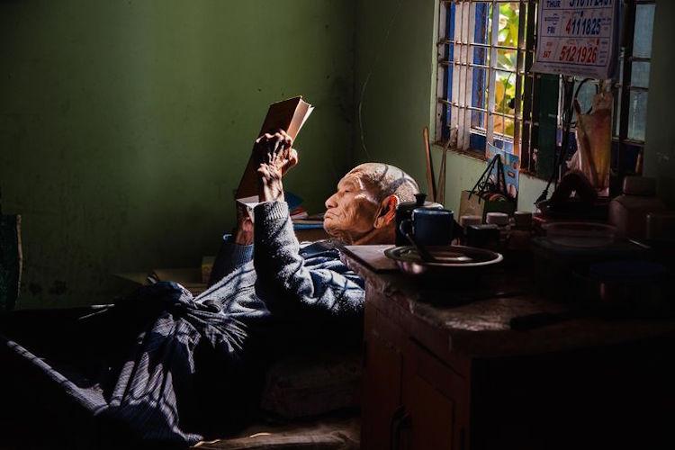 《阿富汗少女》攝影師特搜全球書蟲著迷文學的認真模樣!_04