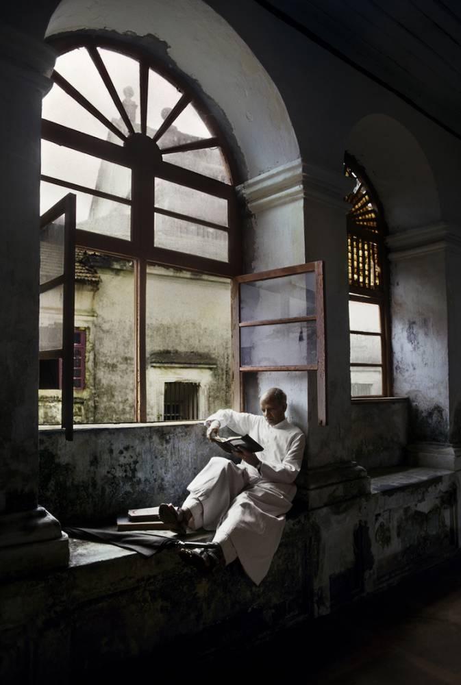 《阿富汗少女》攝影師特搜全球書蟲著迷文學的認真模樣!_05