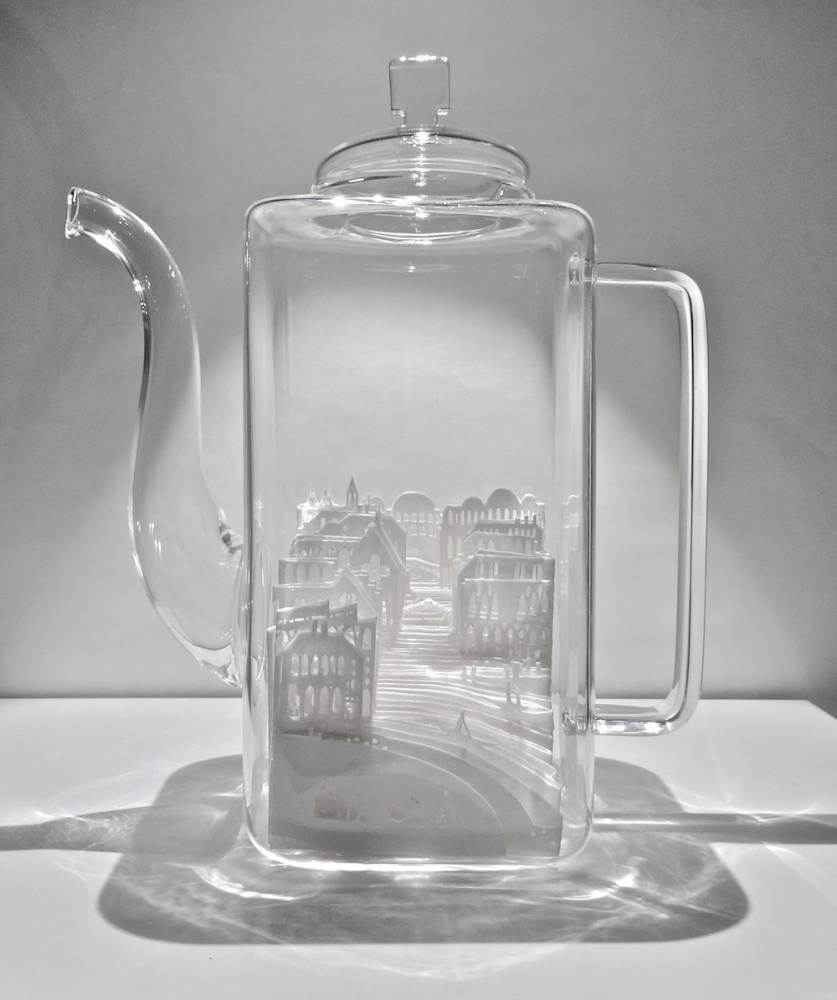 令人讚嘆的傳統剪紙藝術!日本女藝術家打造玻璃中的微型城市