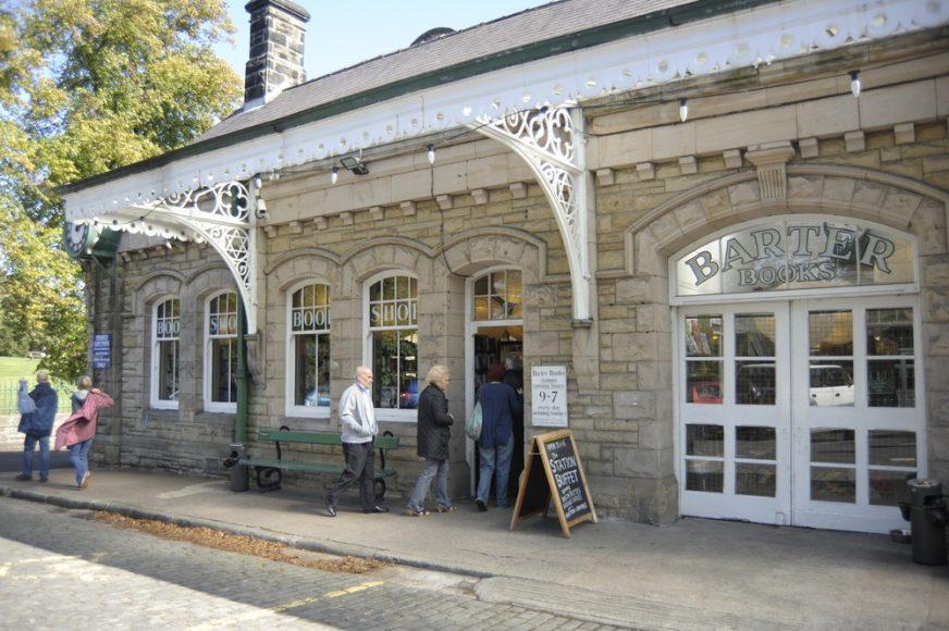 KEEP CALM & VISIT BARTER BOOKS:老火車站改建的英國二手書店_02