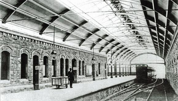 KEEP CALM & VISIT BARTER BOOKS:老火車站改建的英國二手書店_03