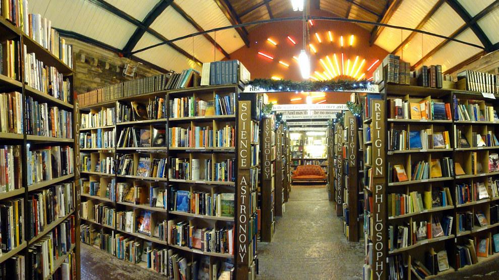 KEEP CALM & VISIT BARTER BOOKS:老火車站改建的英國二手書店_04