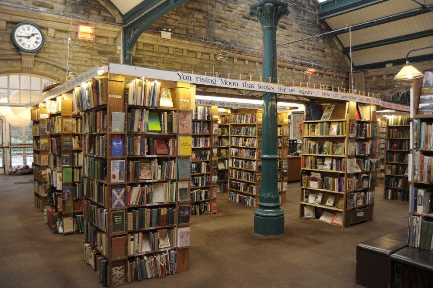 KEEP CALM & VISIT BARTER BOOKS:老火車站改建的英國二手書店_01