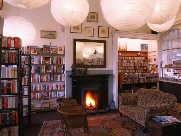 KEEP CALM & VISIT BARTER BOOKS:老火車站改建的英國二手書店_08