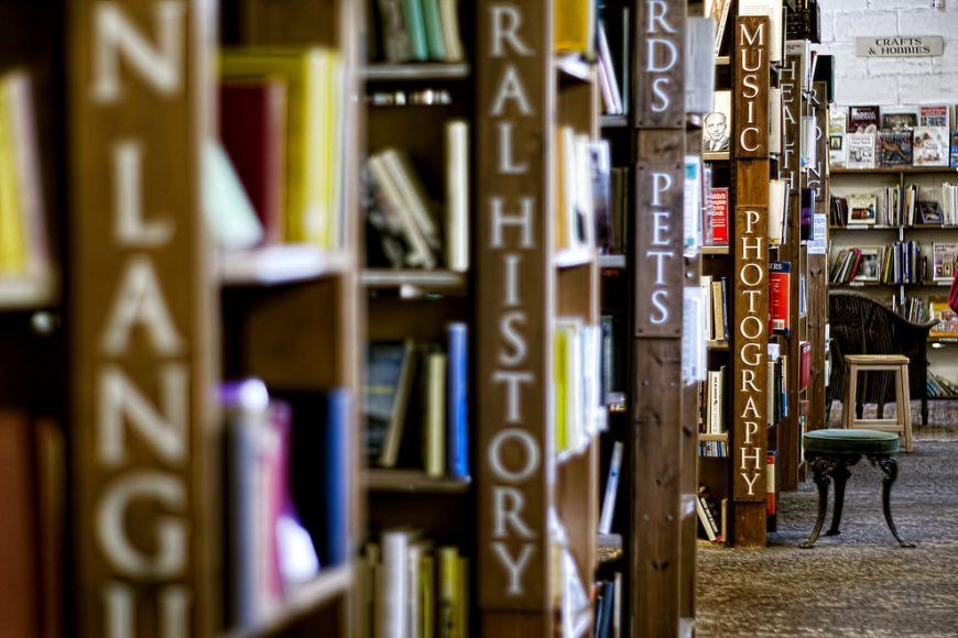 KEEP CALM & VISIT BARTER BOOKS:老火車站改建的英國二手書店_10