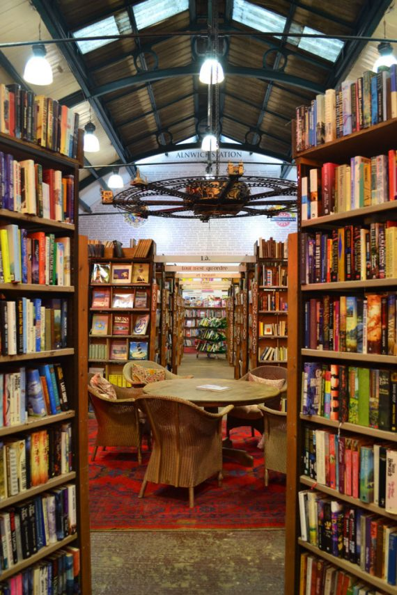 KEEP CALM & VISIT BARTER BOOKS:老火車站改建的英國二手書店_12