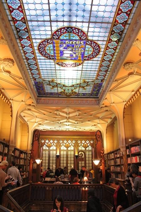 《哈利波特》霍格華茲靈感來源!走訪葡萄牙必賞全球最美書店「萊羅書店」等三大藝術建築_07