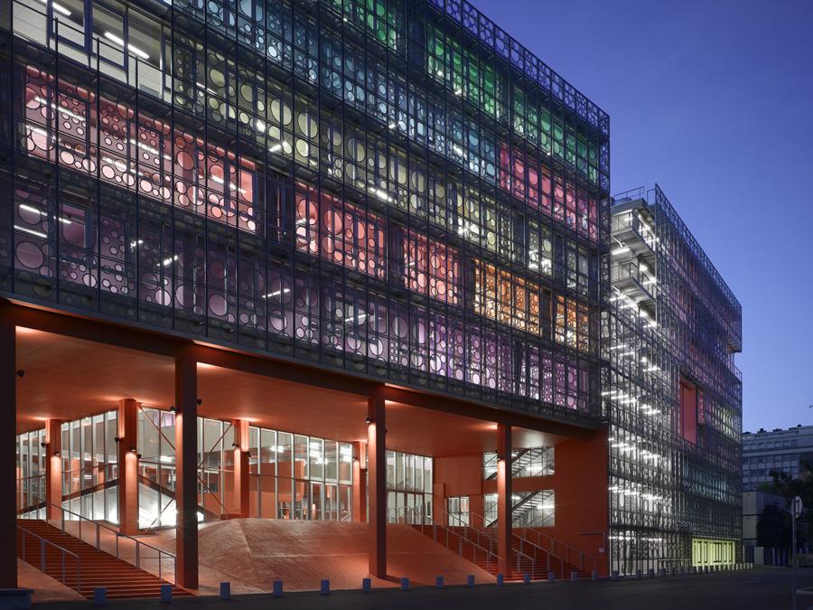 !法國巴黎第六大學如糖果屋般繽紛的校園