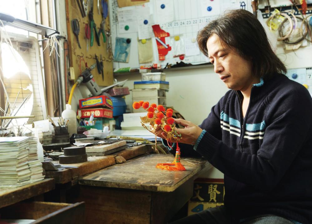 一闖銀帽職人蘇建安工作室: 從媽祖頭上生出的時尚工藝
