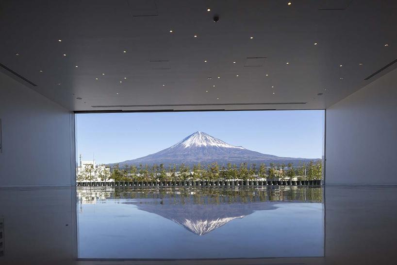 水中的富士山?坂茂最新優雅力作「富士山世界遺產中心」開幕!