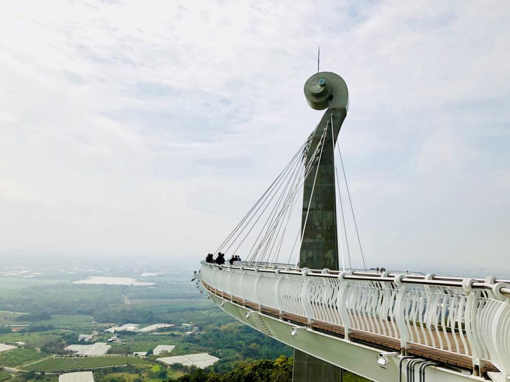 高雄春日旅行提案!崗山之眼天空廊道、《血觀音》橋頭糖廠景點、馬術體驗感受港都之美