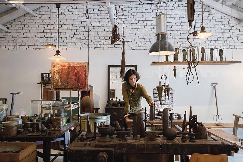 NADA主理人王先生特別喜歡鐵件的鏽蝕肌理,因此店內主要為從中國、台灣和日本收集而來的器物。