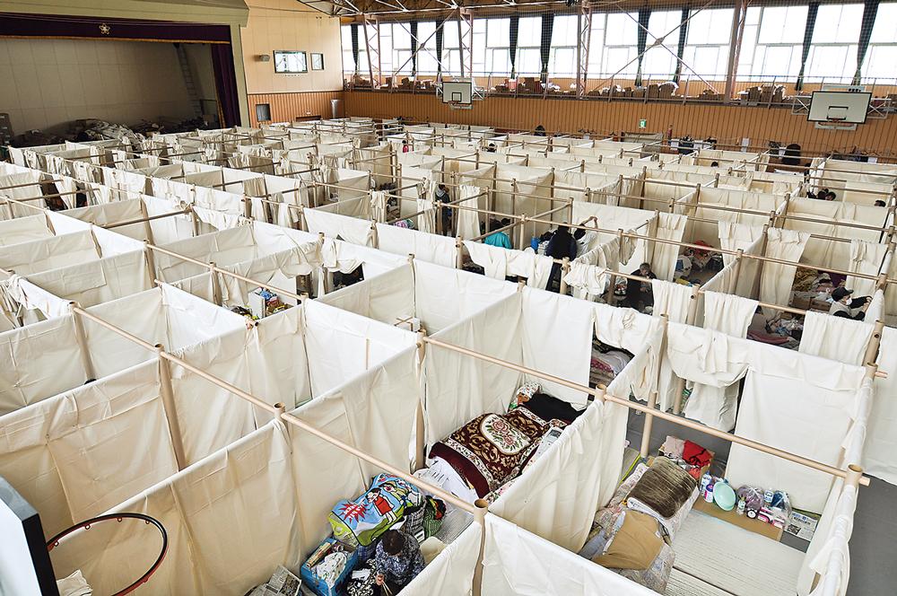坂茂提出以紙管隔間系統來搭建災後臨時避難所