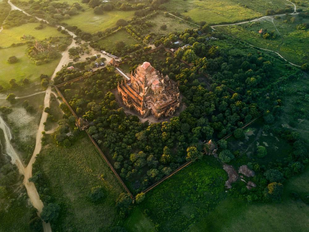 從俯瞰視角空拍緬甸佛塔的華麗與神秘!保加利亞建築師捕捉萬塔之國瑰麗一面_03