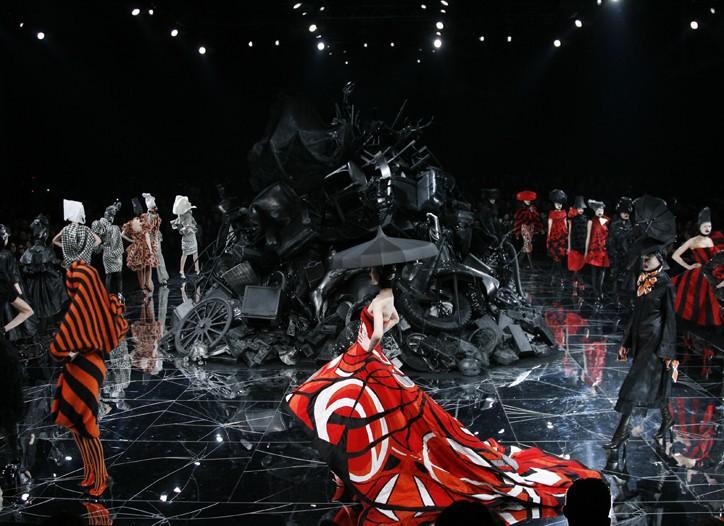 時尚迷不可錯過的紀錄片!《時尚鬼才:McQueen》窺見英倫天才設計師麥昆傳奇一生