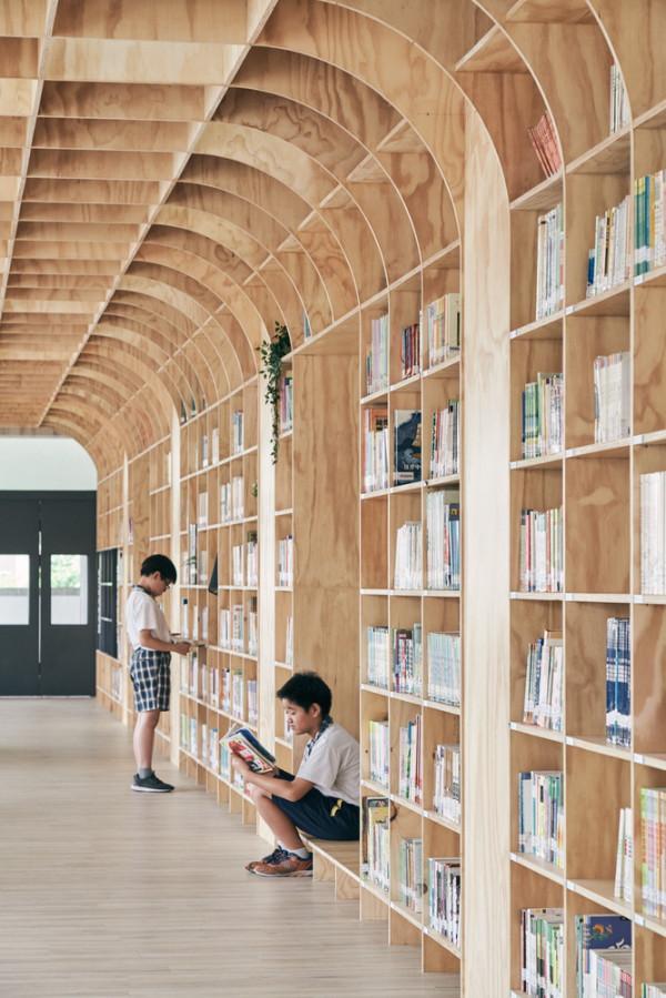 如大樹般的林蔭圖書館!台中立新國小打造木質圖書空間翻轉既有繽紛空間印象