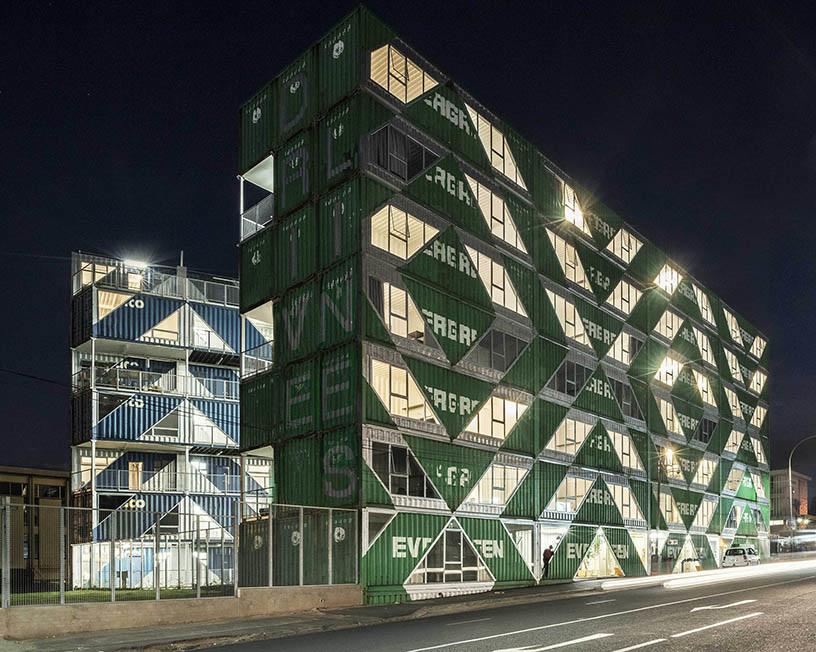 長榮海運貨櫃變身南非時尚貨櫃屋!紐約建築團隊LOT-EK用144間廢棄貨櫃打造「最有台灣味」社區_01