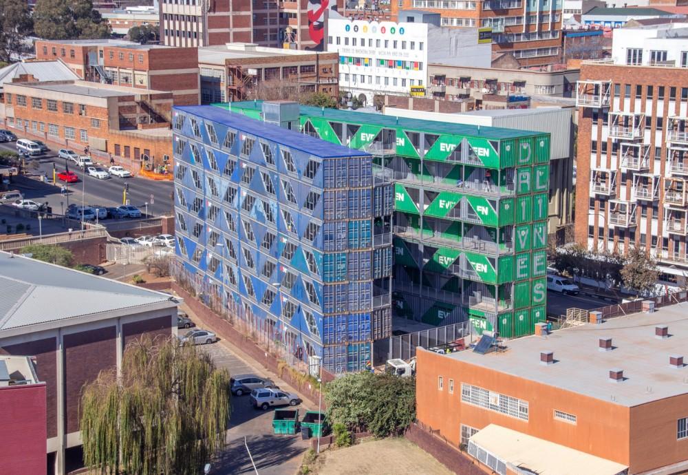 長榮海運貨櫃變身南非時尚貨櫃屋!紐約建築團隊LOT-EK用144間廢棄貨櫃打造「最有台灣味」社區