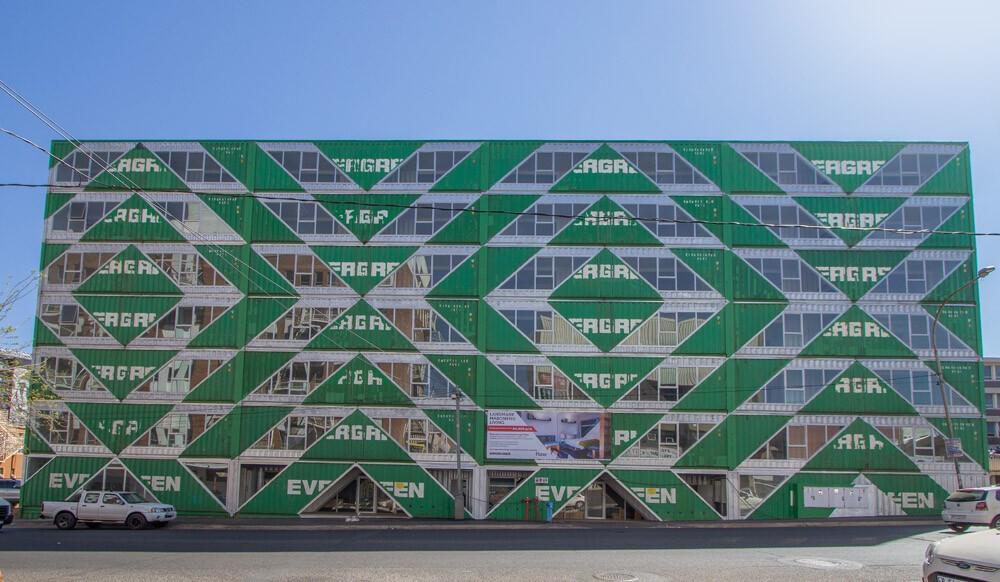 長榮海運貨櫃變身南非時尚貨櫃屋!紐約建築團隊LOT-EK用144間廢棄貨櫃打造「最有台灣味」社區_04