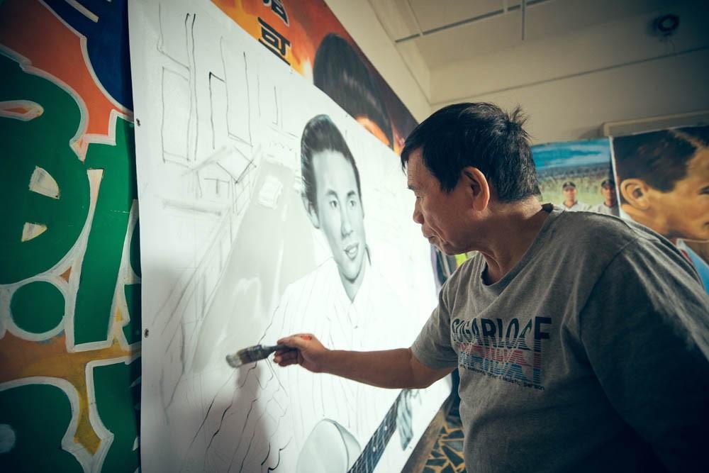 台灣看板畫師謝森山的匠人魂!手繪電影看板一甲子「我的一切都是從電影彩繪而來的」_04