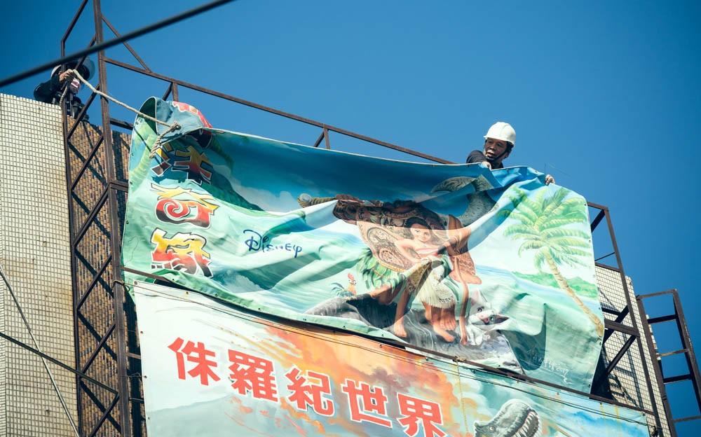 台灣看板畫師謝森山的匠人魂!手繪電影看板一甲子「我的一切都是從電影彩繪而來的」_07
