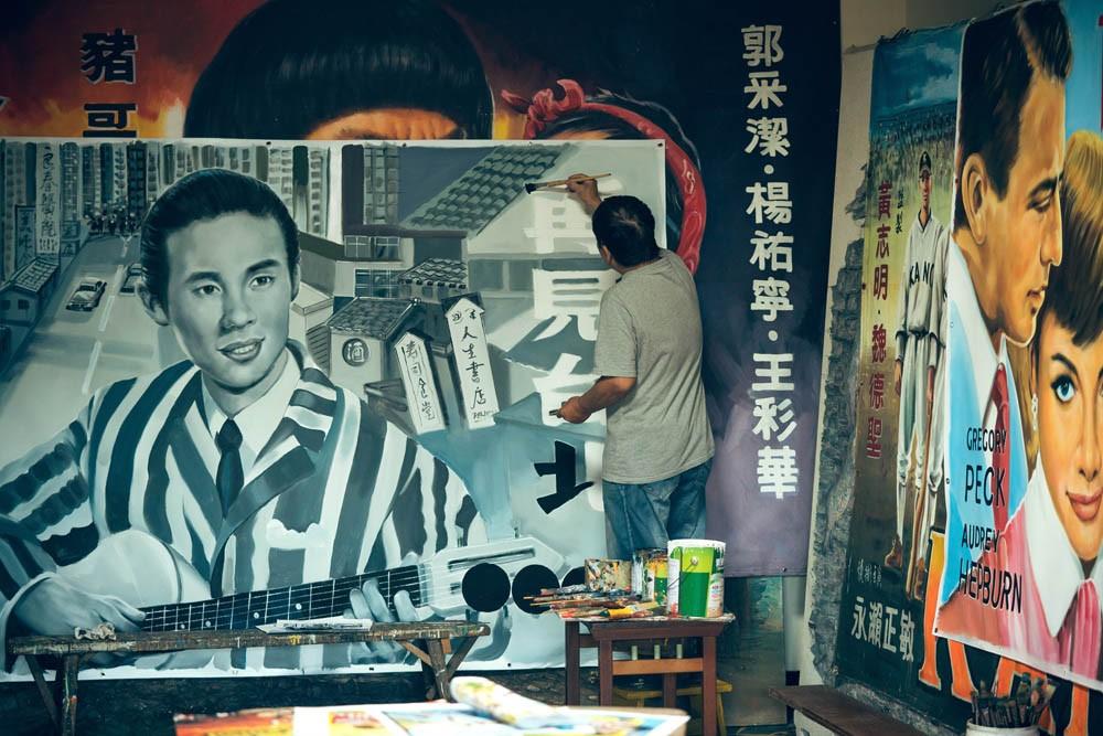 台灣看板畫師謝森山的匠人魂!手繪電影看板一甲子「我的一切都是從電影彩繪而來的」_08