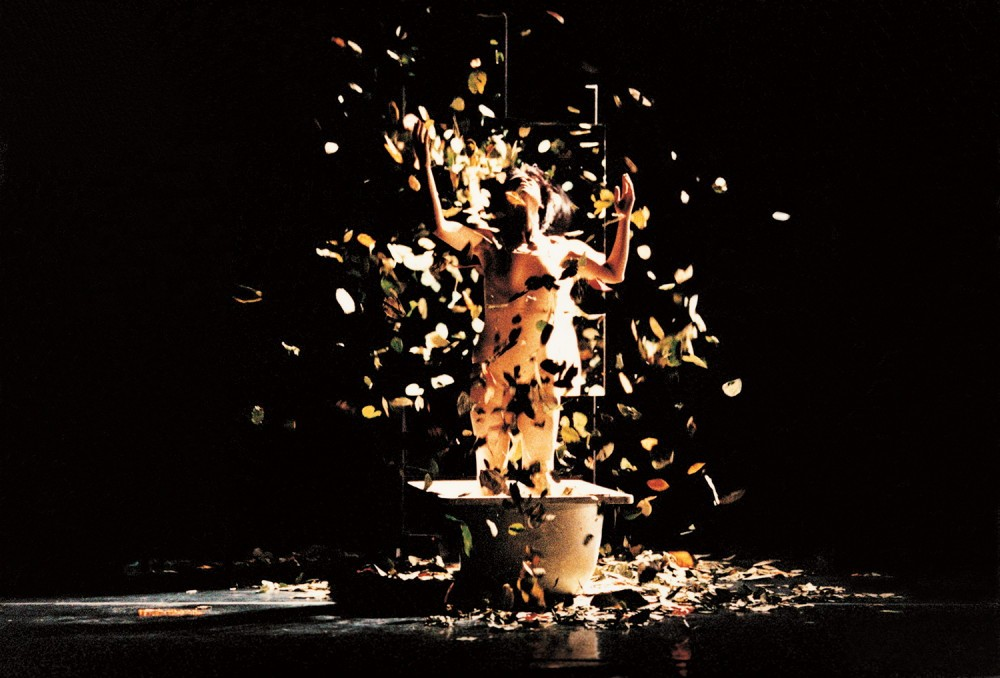 羅曼菲,1996 於雲門演出黎海寧作品《女人心事Ⅱ》,詮釋西班牙女畫家芙烈達(劉振祥攝 雲門基金會提供)