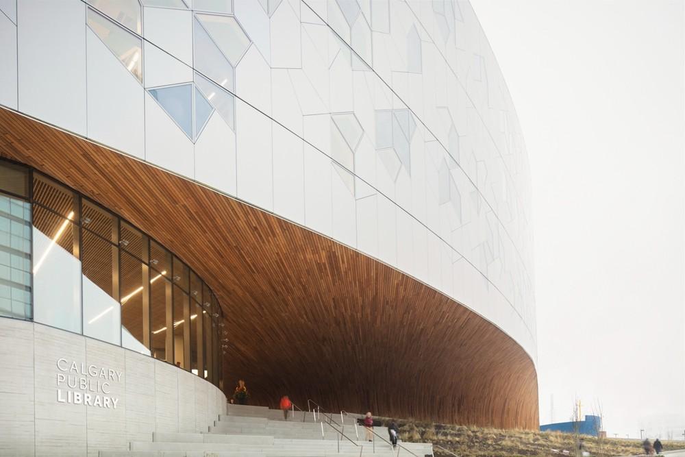 加拿大卡加利圖書館是建築也是隧道!挪威建築團隊Snøhetta打造飄在輕軌上的白色雲朵_03