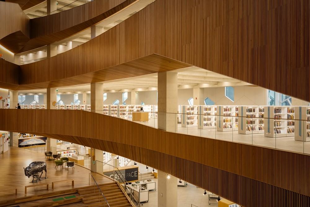 加拿大卡加利圖書館是建築也是隧道!挪威建築團隊Snøhetta打造飄在輕軌上的白色雲朵_07