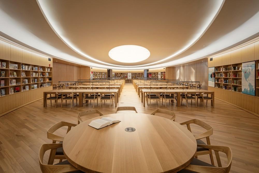 加拿大卡加利圖書館是建築也是隧道!挪威建築團隊Snøhetta打造飄在輕軌上的白色雲朵_08