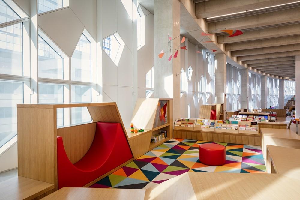 加拿大卡加利圖書館是建築也是隧道!挪威建築團隊Snøhetta打造飄在輕軌上的白色雲朵_09