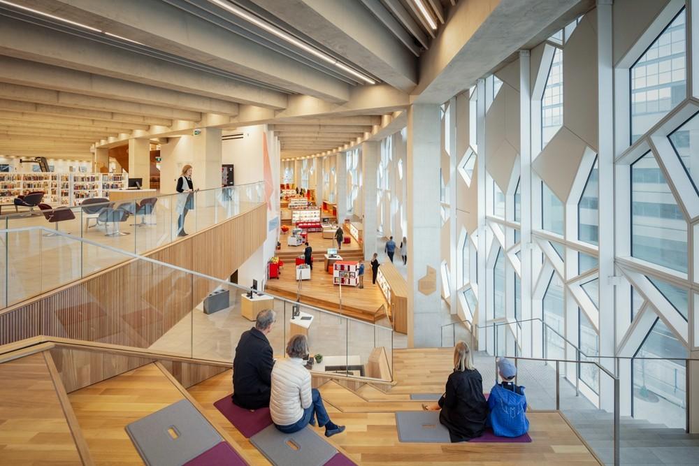 加拿大卡加利圖書館是建築也是隧道!挪威建築團隊Snøhetta打造飄在輕軌上的白色雲朵_10
