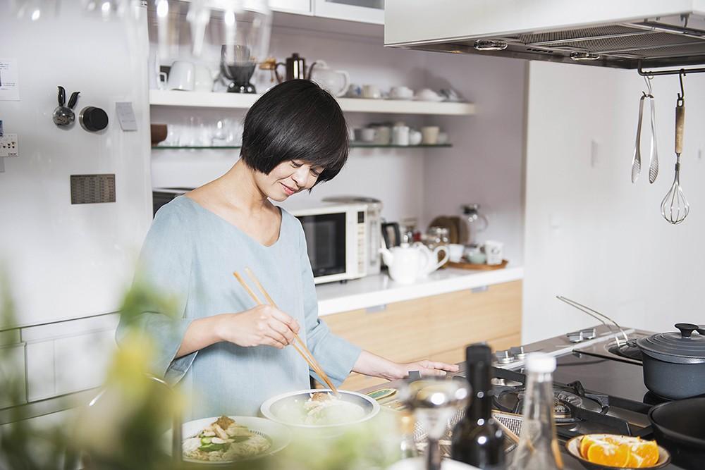 對平時工作忙碌的葉怡蘭來說,在家下廚邀請好友,這份情意和在外頭聚餐就是不一樣。
