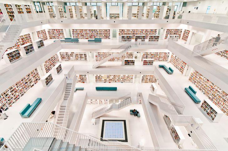 德國「斯圖加特市立圖書館」虛實莫辨的白色奇幻空間