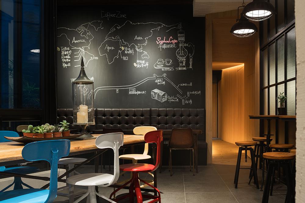 宜蘭頭城「黑宅」隱身翠綠鄉間的質感設計空間