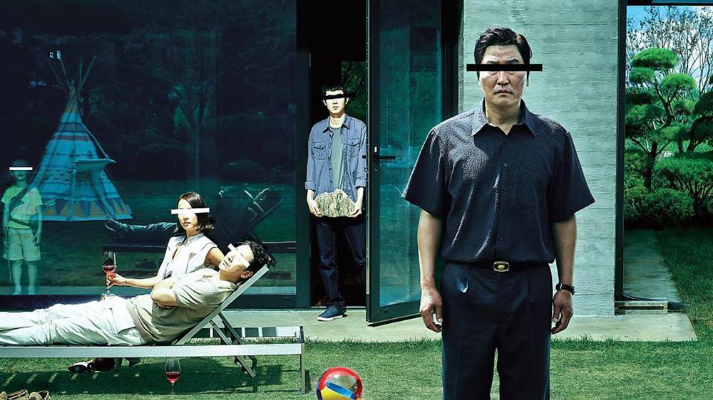 《寄生上流》奉俊昊攜手宋康昊上演「家庭悲喜劇」揭開社會貧富差距