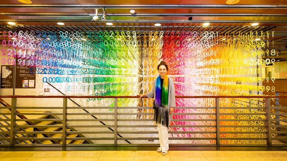 誠品「典藏敦南」由建築設計師Emmanuelle Moureaux「100 colors光譜漫遊」特展,揭開系列首部曲