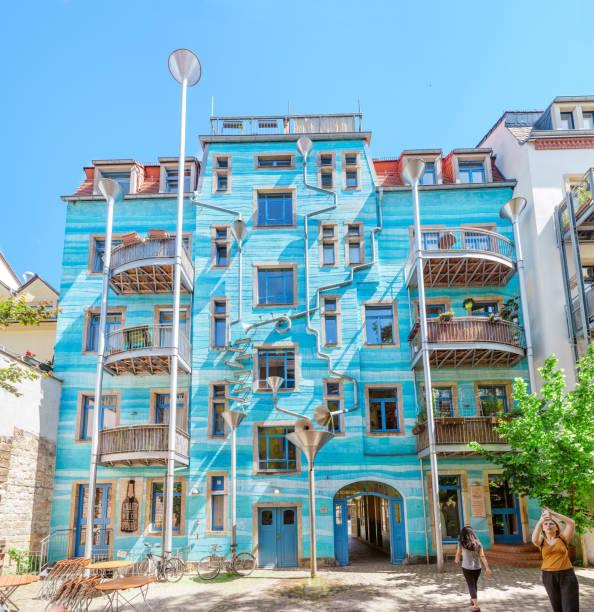 雨天會唱歌的藍房子!德國The Funnel Wall童話建築用雨水演奏音樂劇