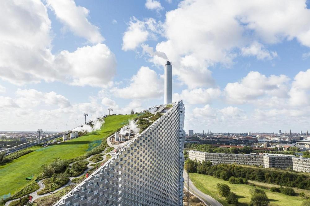 世界首座可滑雪的發電廠!BIG操刀丹麥「CopenHill」綠建築讓垃圾廠變身運動空間
