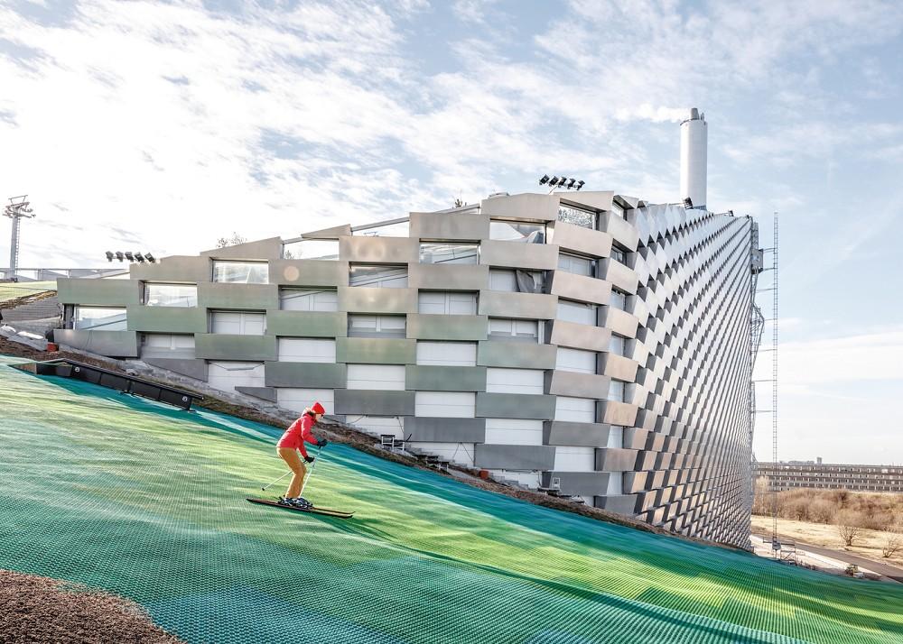 世界首座可滑雪的發電廠!BIG操刀丹麥「CopenHill」綠建築讓垃圾廠變身運動空間1