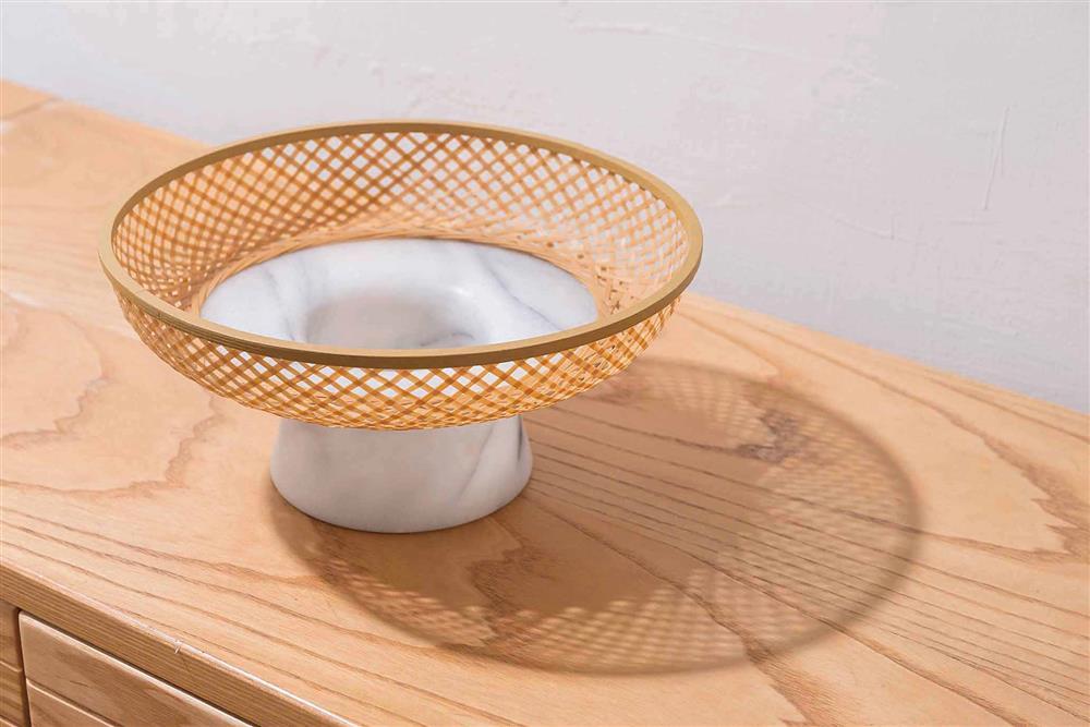 林靖格認為,竹藝與工業化規模生產的異媒材結合,能減少手工程序,並賦予產品功能。